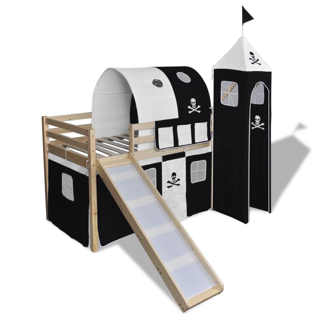 Ovaj dječji krevet s piratskom tematikom bit će izvrstan dodatak vašoj dječjoj spavaćoj sobi. Krevet ima čvrstu konstrukciju i isporučuje se s podnicama