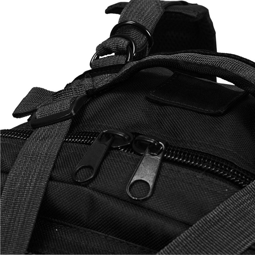 ovaj ruksak otporan je na kidanje i vremenske utjecaje te je izdržljiv. Ruksak u vojnom stilu ima dvije podstavljene