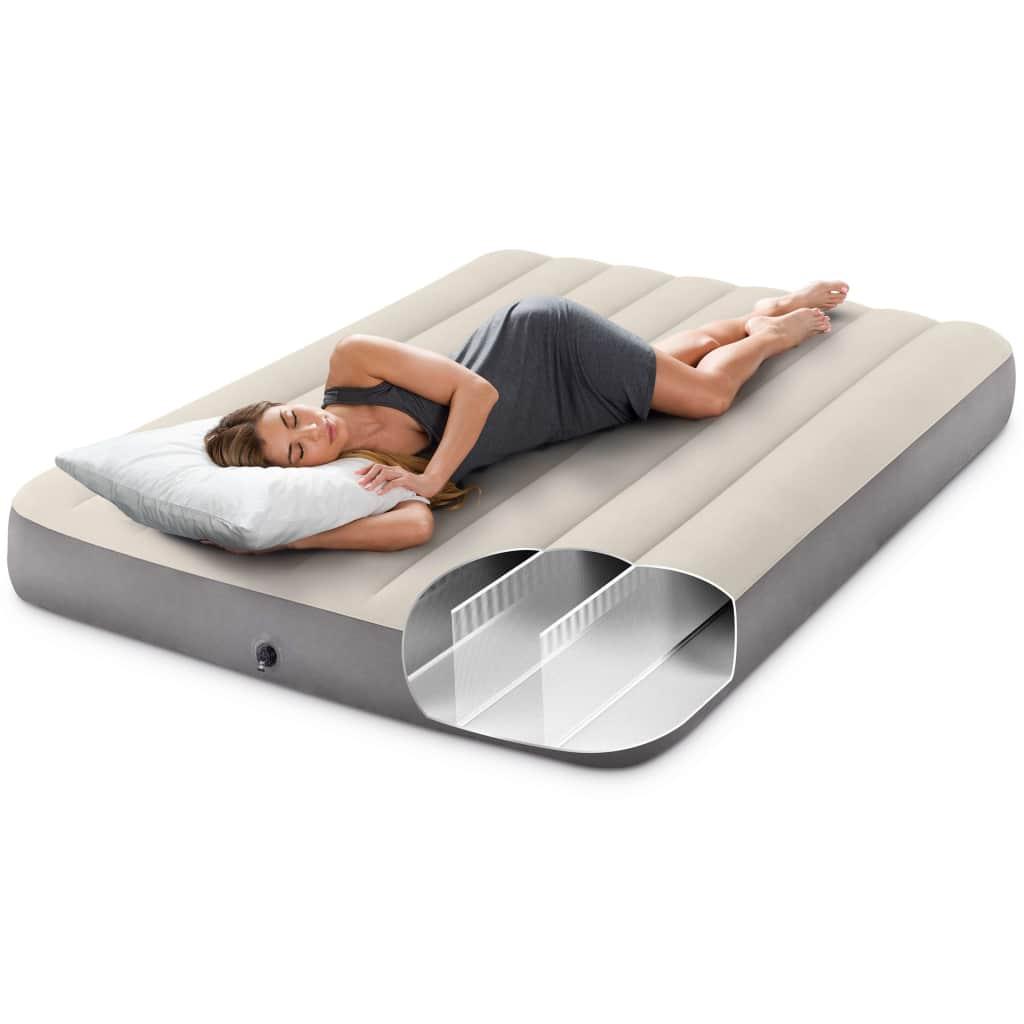 Intexov zračni krevet Deluxe Single Highbed 64708 udoban je i izdržljiv te savršen za kampiranje ili za upotrebu kod kuće. Ovaj madrac na napuhavanje savršen je zračni krevet za one koji vole ponijeti sa sobom svu udobnost tradicionalnog madraca. Zračni madrac odlikuje se inovativnom tehnologijom Dura-Beam