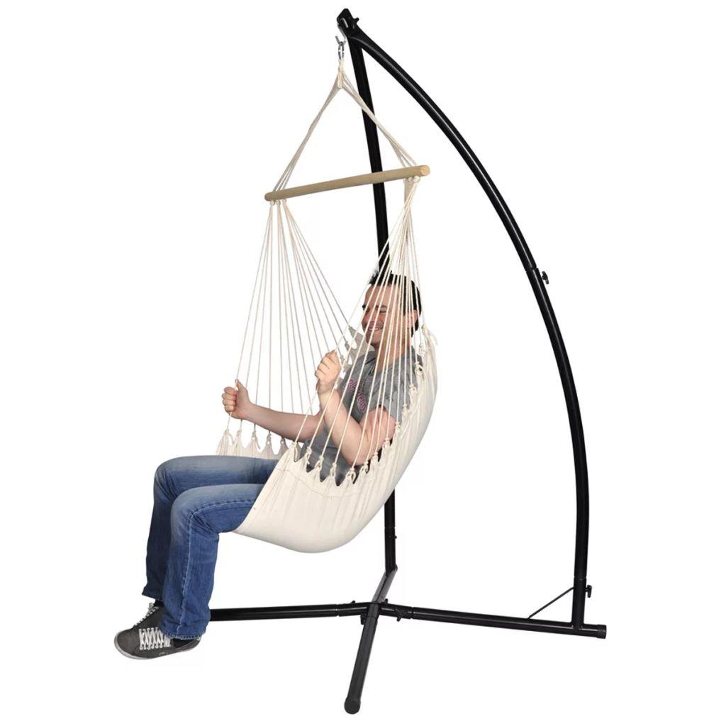 Ova klasična viseća stolica je idealni komad namještaja za opuštenje koji možete staviti u vaš vrt