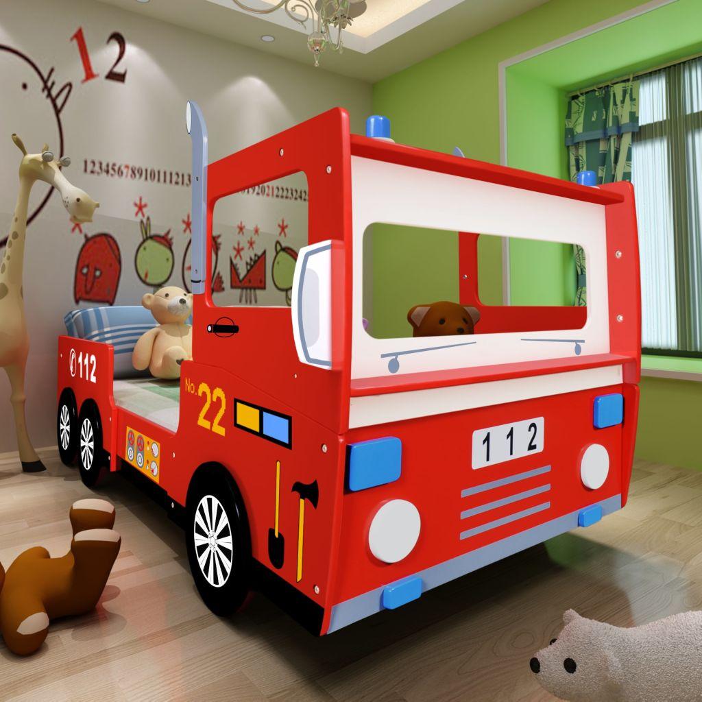 Ovaj interesantni dječji krevet izrađen je od kvalitetnog MDF-a u obliku vatrogasnog kamiona. S njime će Vaši najmlađi uživati i udobnost i zabavu.Omogućite svome djetetu da se osjeća kao heroj. Ograda s obje strane kreveta jamči sigurnost Vašem mališanu čak i tokom nemirnog sna. Dodatna polica s prednje strane pogodna je za igračke