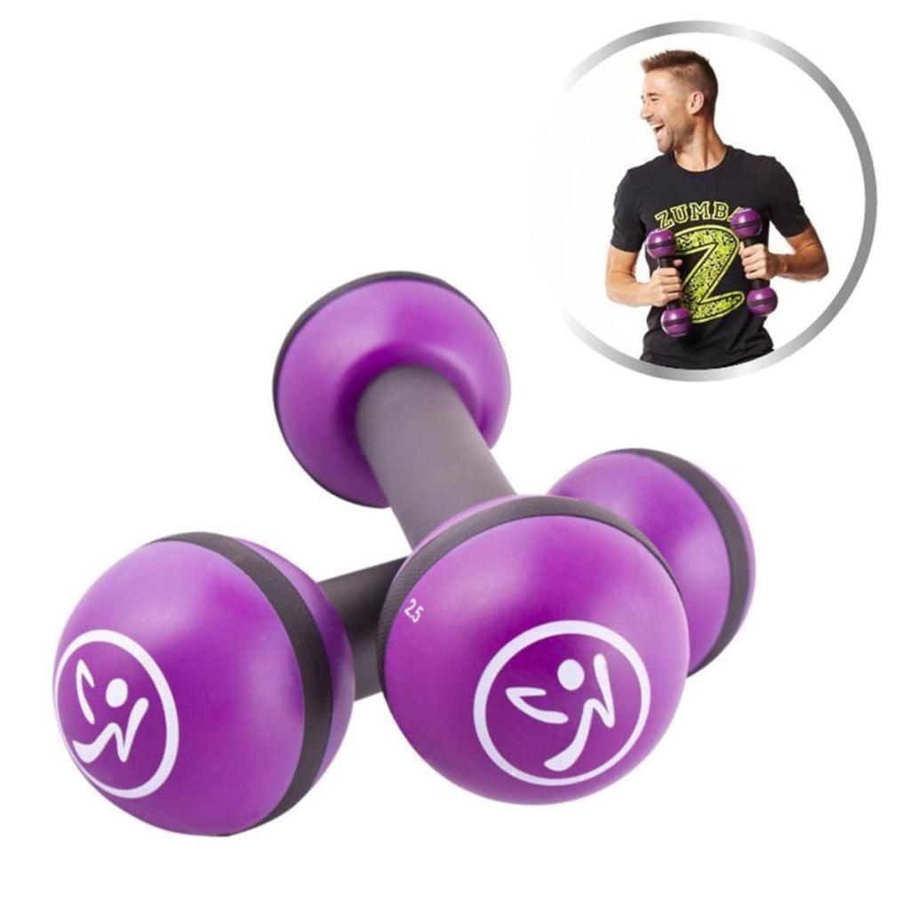 uistinu možete učiniti svoj trening napornijim i zabavnijim; sjajni su rekviziti koji će vam pomoći da poboljšate svoj trening zumbe! Ove bučice od 1 kg ispunjene su pijeskom i omogućuju više vježbe od tradicionalnih utega te vas puštaju da se tresete