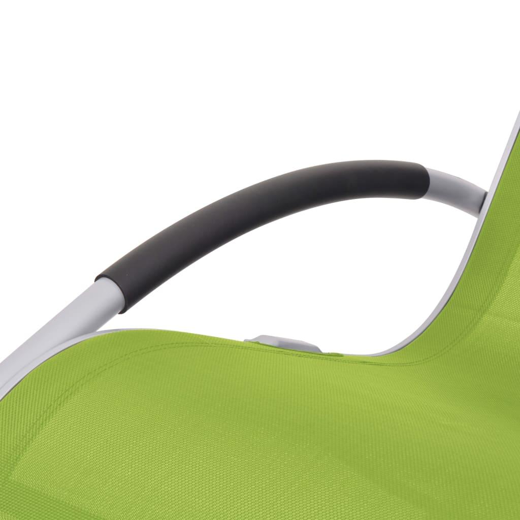 kako biste se potpuno mogli opustiti u najudobnijem položaju. Ovalna baza čini iskustvo ljuljanja još ugodnijim i istovremeno pridonosi estetskoj privlačnosti ove stolice. Sastavljanje je jednostavno.