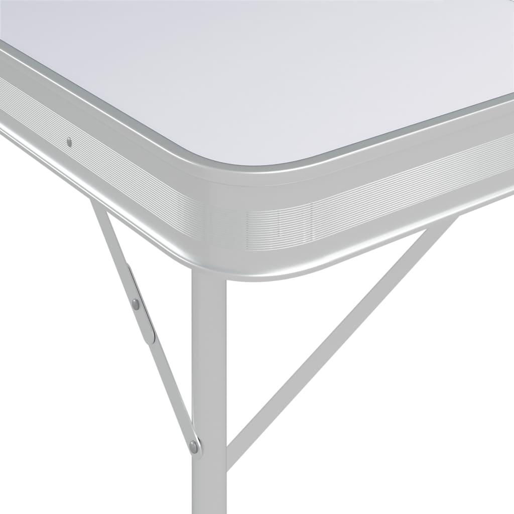 lako se postavlja i brzo čisti. Čvrsti okvir i površina čine stol čvrstim i izdržljivim. Stol i klupe za kampiranje mogu se sklopiti radi lakog transporta i pohrane. Osim toga