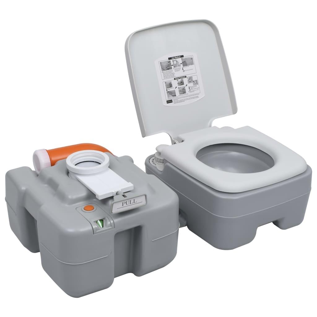što ga čini čvrstim. Može podnijeti težinu do 200 kg. Toalet za kamp-kućicu opremljen je poboljšanom klipnom crpkom koja ispire školjku mnogo bolje u usporedbi s crpkom s mijehom. Njegovo trostrano ispiranje u obliku slova T olakšava uklanjanje otpada