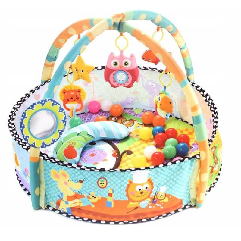 Igraonica za bebe sa zvečkama, lopticama i mekanom podlogom.